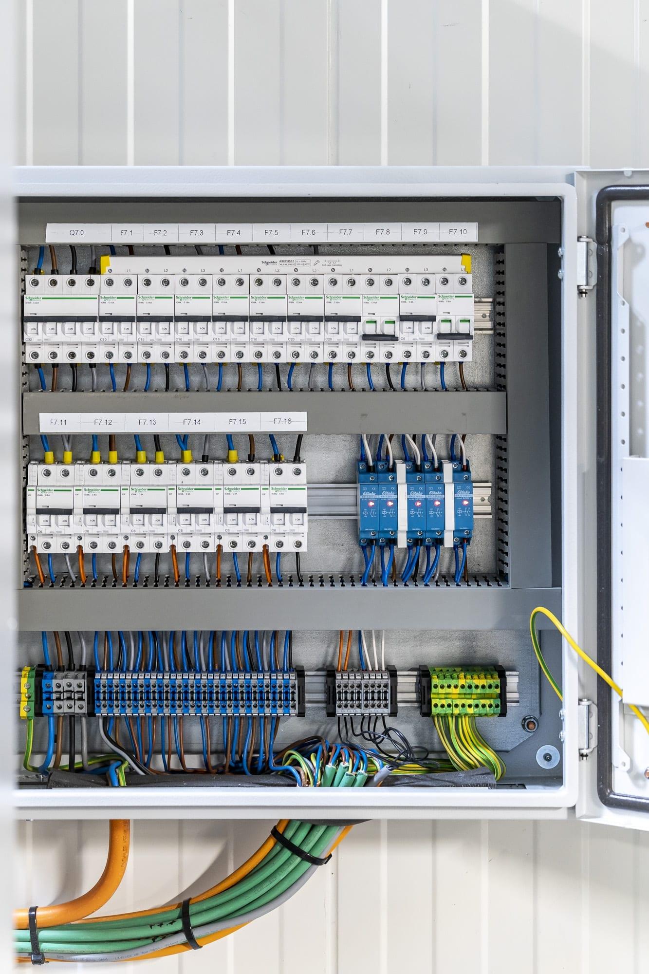 Algemene elektriciteitswerken en boordenbouw bij Herve Coldstore Zulte